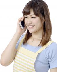 電話占い師をする主婦